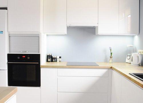 Kuchnia Neprin Flat Biały Połysk z Blatem Drewnopodobnym